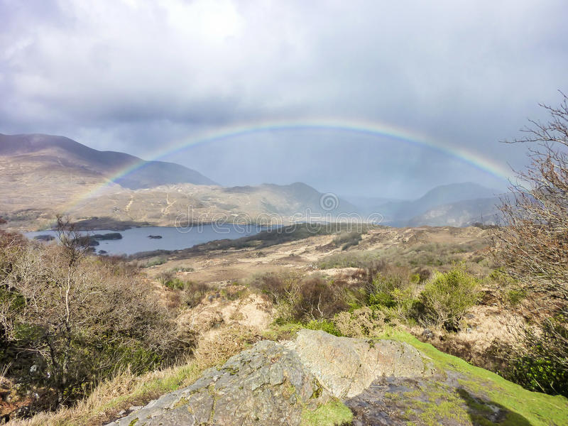 Arc-en-ciel au-dessus des dames célèbres vue, anneau de Kerry photo libre de droits