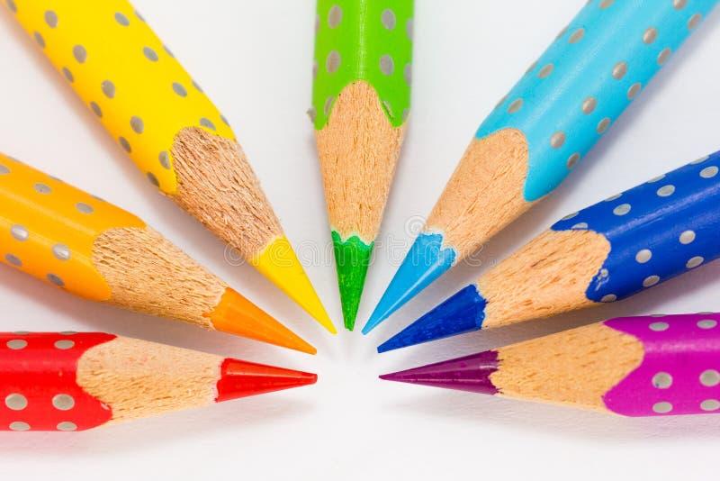 Arc-en-ciel de crayon de couleur photos stock