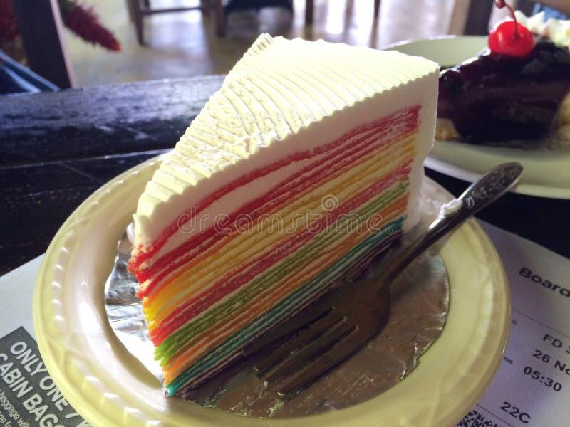 Arc-en-ciel de gâteau images libres de droits