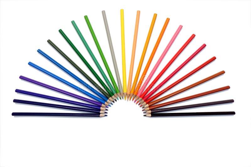 Arc-en-ciel de l'ensemble de crayons colorés sous une forme de fan de main photo stock