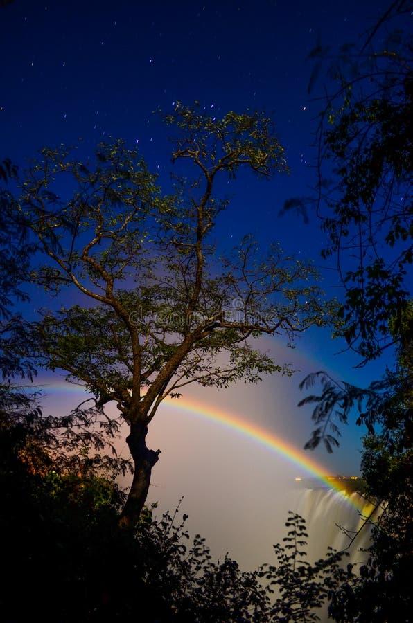 Arc-en-ciel lunaire chez Victoria Falls photo stock