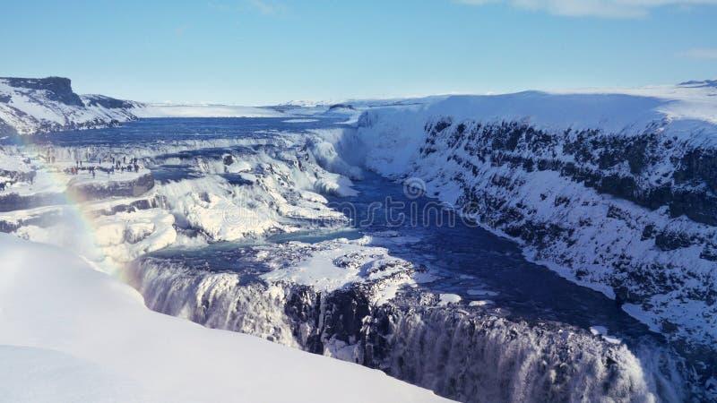 Arc-en-ciel, neige, et cascades de Gulfoss, Islande image libre de droits