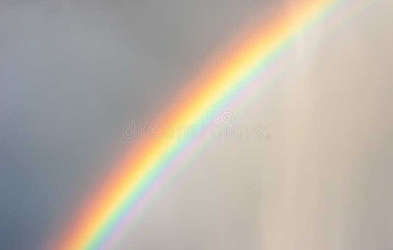 Arc-en-ciel sous la pluie image libre de droits