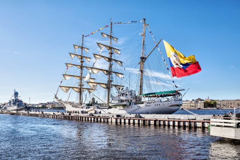 ARC GLORIA, που είναι ένα σκάφος κατάρτισης και η επίσημη ναυαρχίδα του κολομβιανού ναυτικού, σε μια επίσκεψη στη Αγία Πετρούπολη στοκ εικόνες