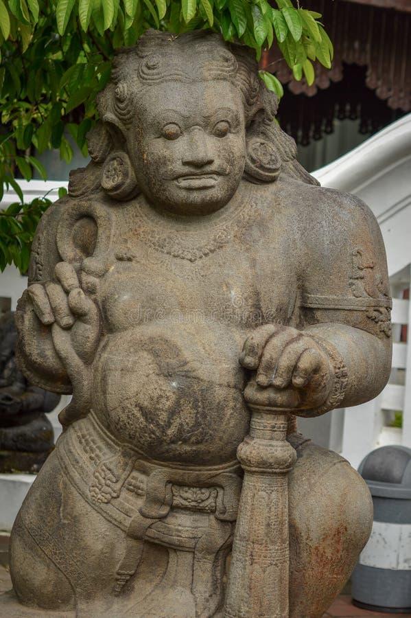 Arca Dwarapala Dwarapala é uma estátua de um protetor ou de uma porta da porta nos ensinos de Shiva e de Buda, sob a forma dos se foto de stock royalty free
