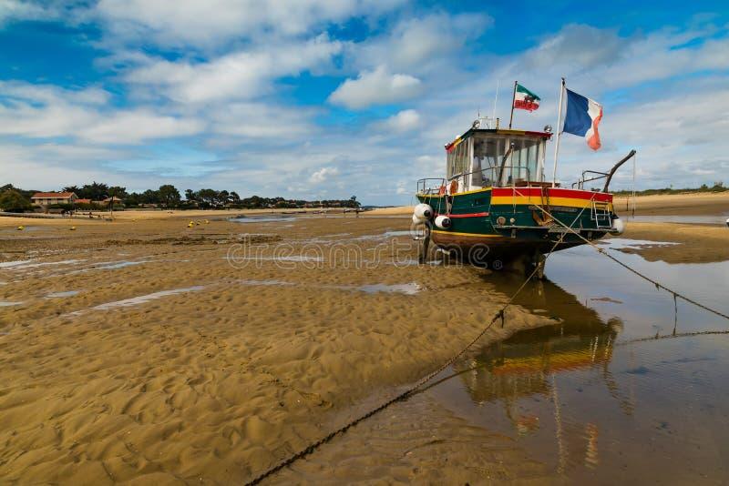 Arcachon-Bucht - Frankreich - Fischerboote auf Wasser nahe Cap Ferret lizenzfreies stockbild