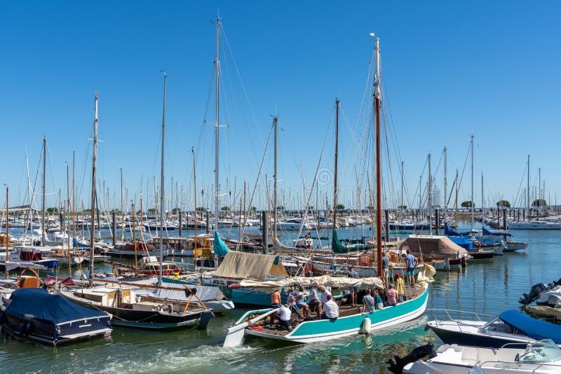 Arcachon, Frankreich, alte Segelboote im Jachthafen stockfotografie