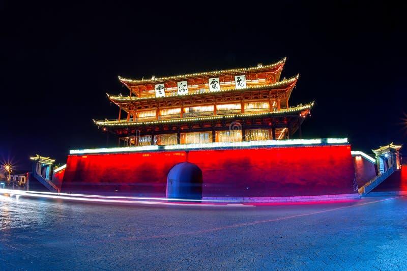 A arcada é uma parte tradicional de arquitetura e do emblema da cidade do jianshui fotos de stock royalty free