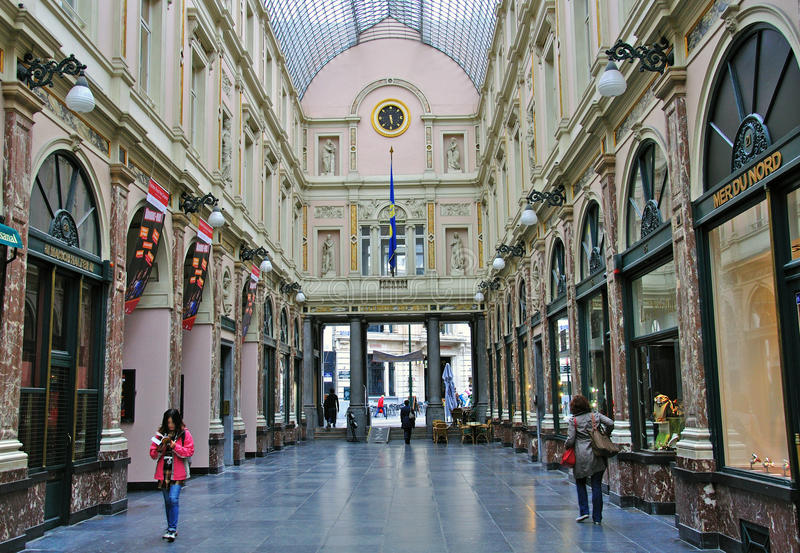 Arcada da compra em Bruxelas imagem de stock royalty free