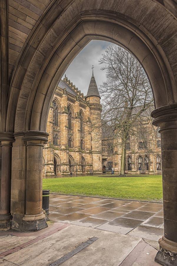 Arcada de Glasgow University ThroughThe fotos de stock royalty free