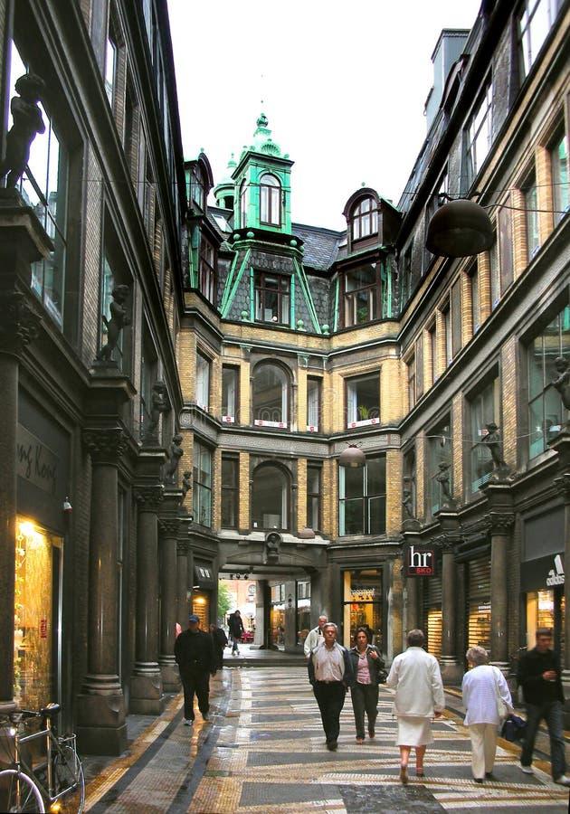 Arcada de las compras en Copenhague fotografía de archivo