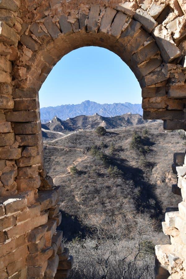 Arcada de pedra no Grande Muralha em Jinshanling no inverno perto do Pequim em China imagem de stock royalty free