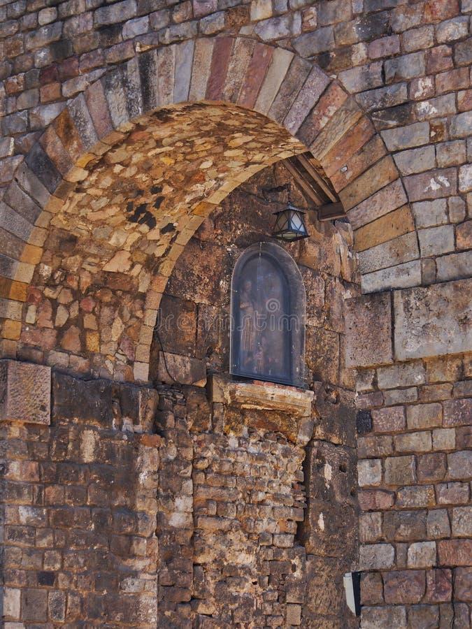 Arcada de piedra vieja, cuarto gótico, Barcelona, Cataluña, España foto de archivo libre de regalías