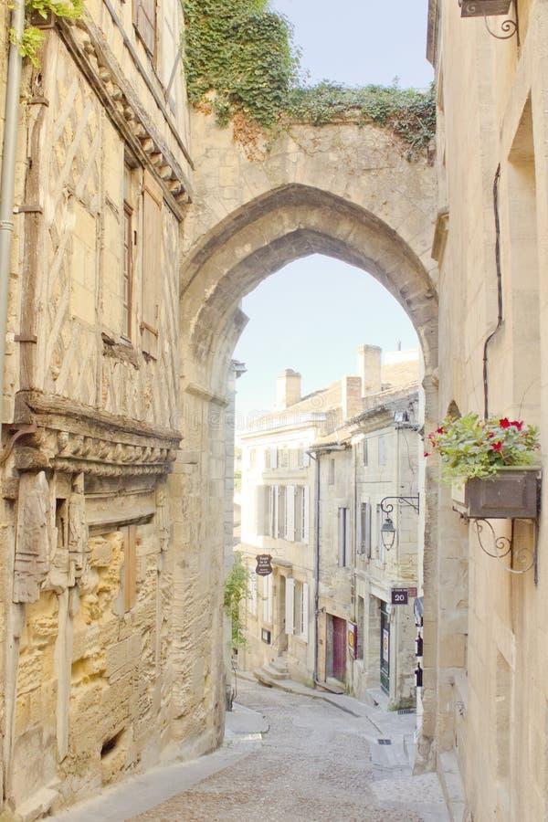 Arcada en Saint Emilion, Burdeos, Francia fotografía de archivo