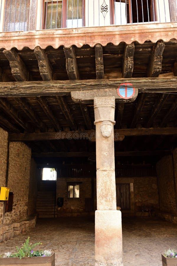 Arcada que abriga el mercado en días lluviosos, plaza principal de S imagen de archivo libre de regalías