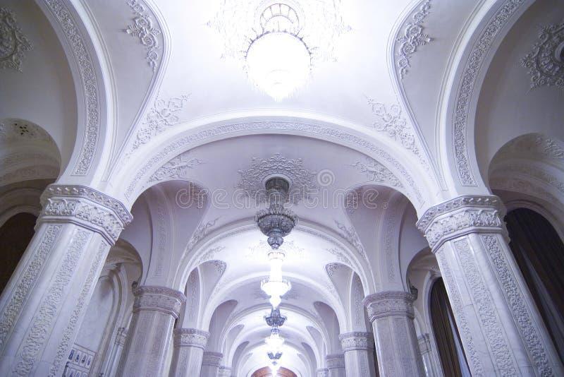 Arcadas blancas hermosas imagen de archivo