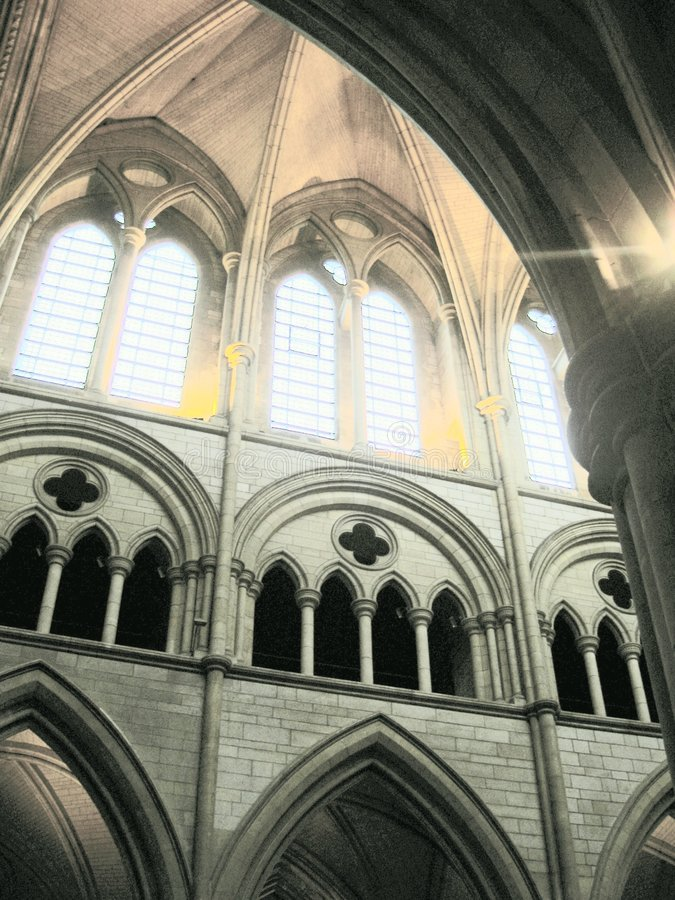 Arcadas de interior de la iglesia foto de archivo