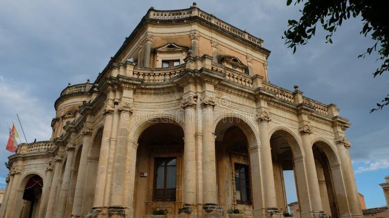 Arcadas de Palazzo Ducezio imagen de archivo