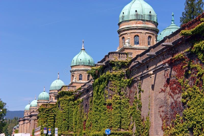 Arcadas do cemitério de Mirogoj em Zagreb imagens de stock royalty free