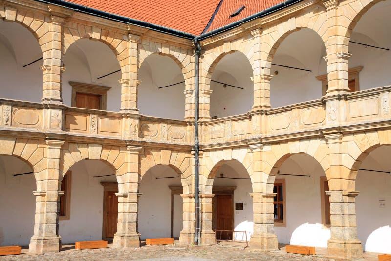 Arcadas no castelo em Moravska Trebova, República Checa imagem de stock royalty free