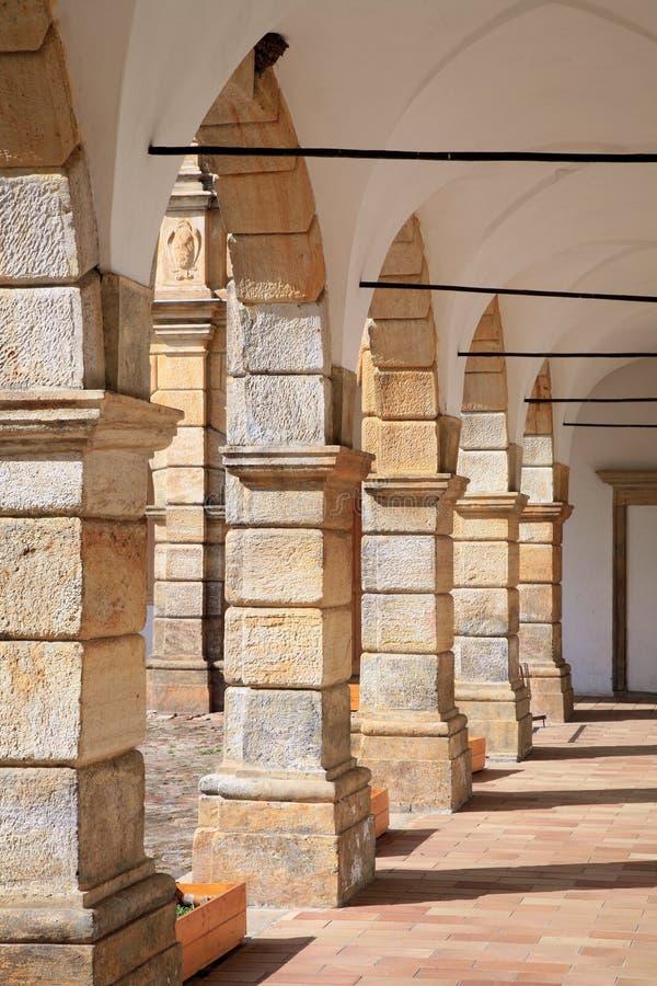 Arcadas no castelo em Moravska Trebova, República Checa fotografia de stock royalty free