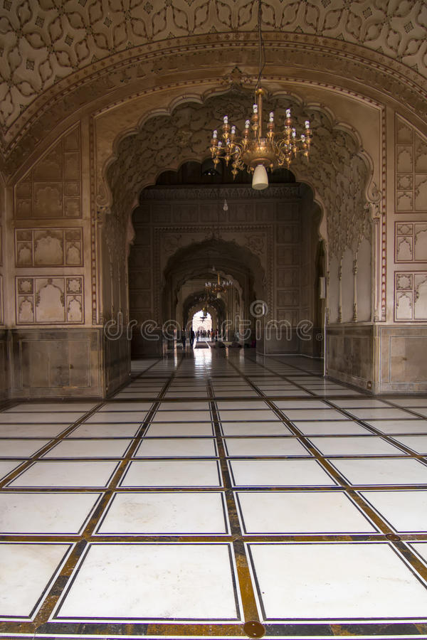 Arcade dans la mosquée de Badshahi, Lahore, Pakistan photo stock