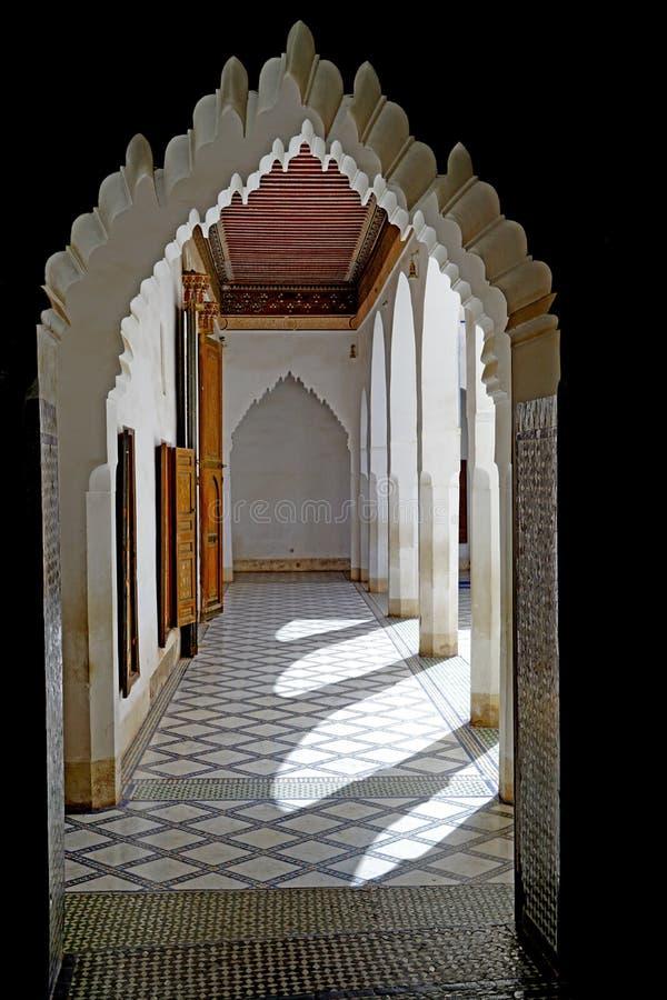 Arcade de l'EL Bahia Palace à Marrakech image stock