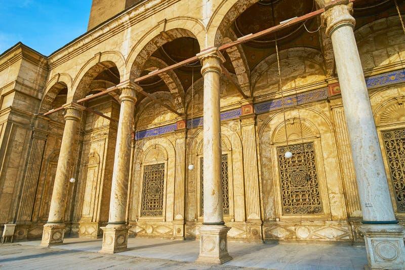 Arcade de mosquée d'albâtre, le Caire, Egypte images libres de droits