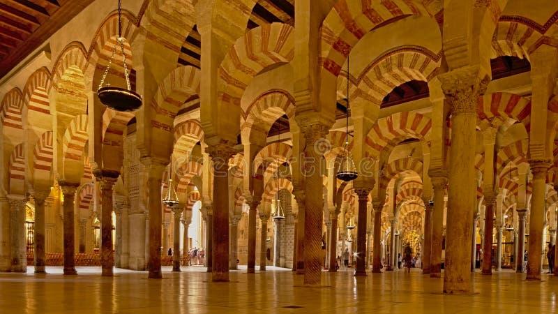 Arcaded hypostyle зала Мечет-собора Cordoba стоковая фотография rf