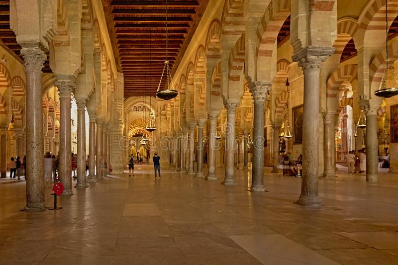 Arcaded hypostyle зала собора мечети Cordoba стоковые фото