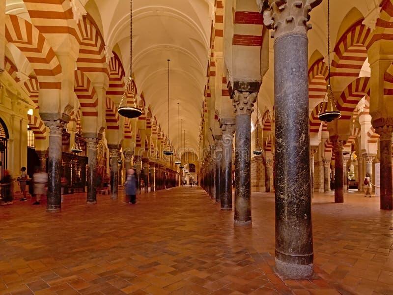 Arcaded hypostyle зала собора мечети Cordoba стоковые изображения rf