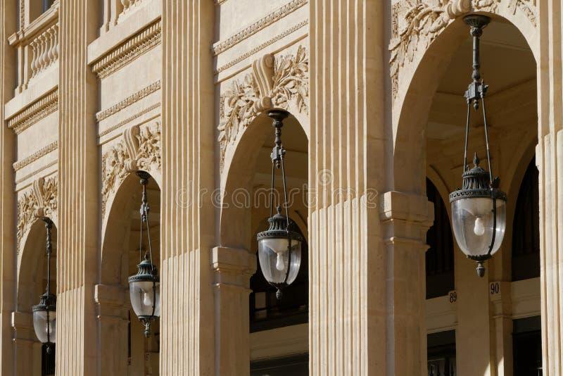 Arcades dans le Palais Royal photos stock