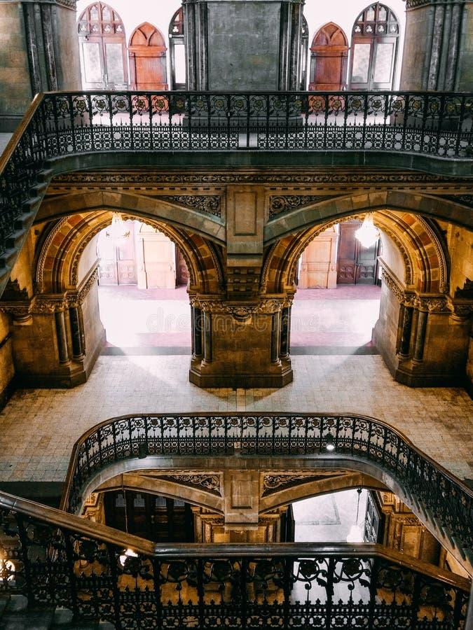 Arcades et escaliers illustration de vecteur