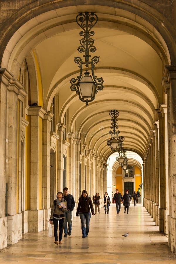 Arcades. Place environnante de palais de galerie ou place de commerce. Lisbonne. Portugal photographie stock libre de droits
