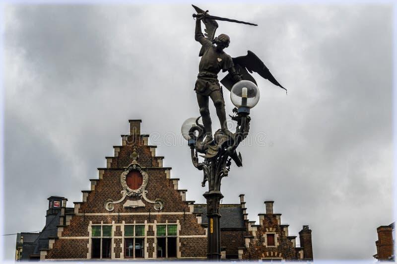 Arcangelo Michael con la spada a Gand, Belgio immagini stock libere da diritti