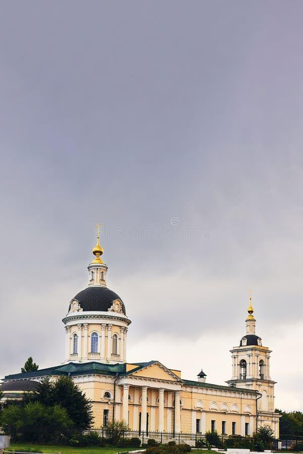 Arcanjo Michael Orthodox Church em Kolomna, anel dourado da cidade de Rússia Vertical com espa?o da c?pia Sightseeing, história, imagem de stock royalty free