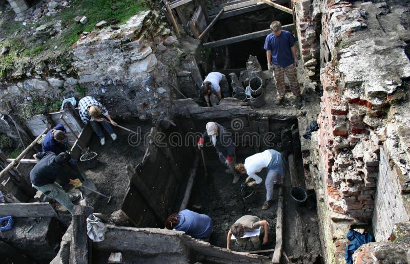 Archäologen bei der Arbeit stockbild