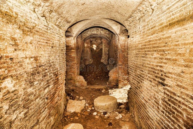 Archäologische Aushöhlungen von Ostia Antica: Intern vom Forumthermalbadekurort stockbild