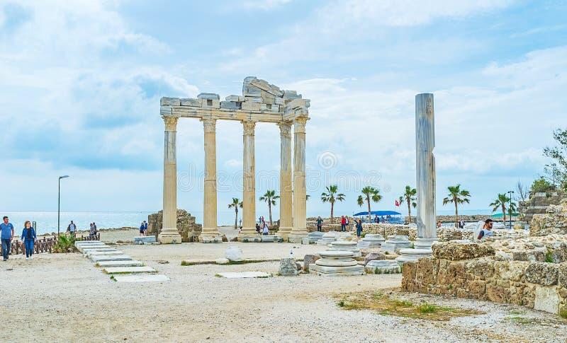 Archäologische Fundstätte auf Küste der Seite stockfotos