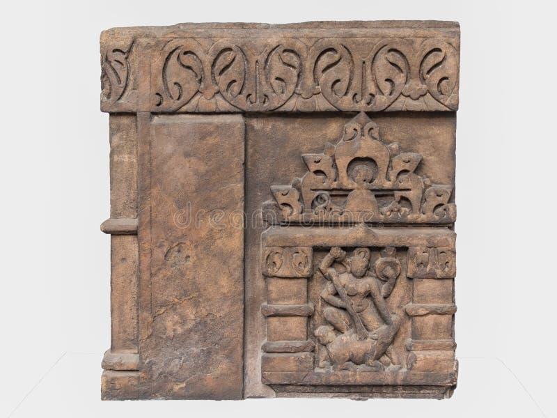 Archäologische Skulptur von Mahisasuramardini von der indischen Mythologie stockbilder