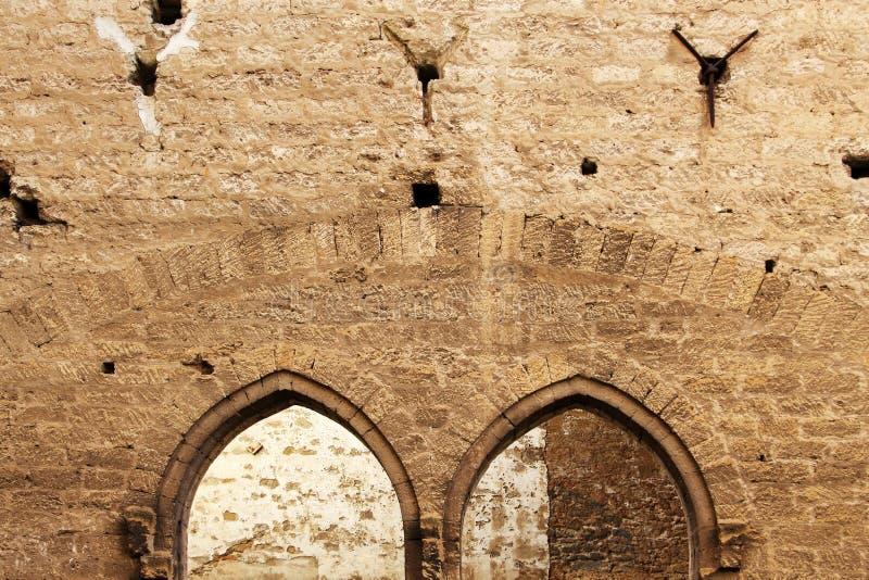 Arché aguzzi, pareti di pietra, medio evo immagine stock