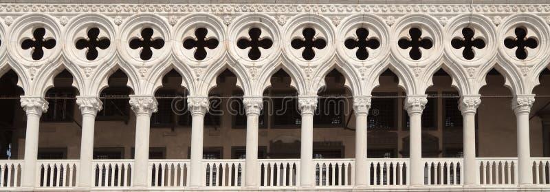 Arché del palazzo di espedienti, Venezia, Italia immagini stock libere da diritti
