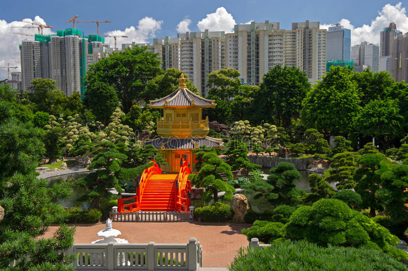 Download Arch Bridge And Pavilion In Nan Lian Garden, Hong Kong. Royalty Free Stock Photos - Image: 29166258