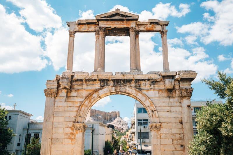 Arch of Hadrian, antika ruiner i Aten, Grekland arkivfoton