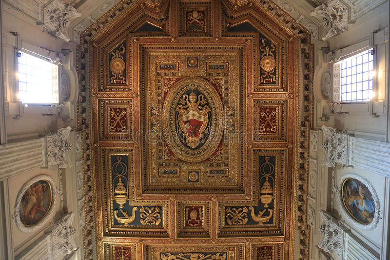 Archbasilica de St John Lateran - San Giovanni en Laterano - techo, Roma, Italia fotografía de archivo libre de regalías