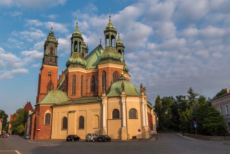 Archcathedralbasiliek van Heiligen Peter en Paul in Poznan stock afbeeldingen