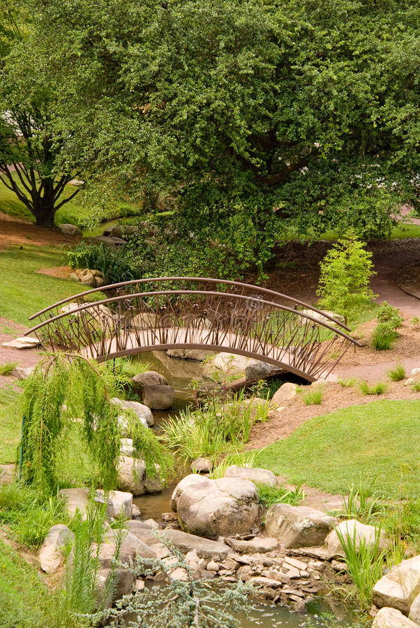 Free Arched Bridge Royalty Free Stock Images - 9936239