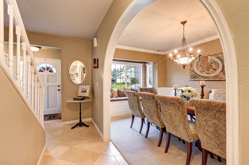 Download Arched Entry To Elegant Formal Dining Room Stock Image
