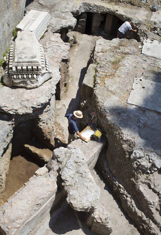 Archeologen stock afbeeldingen