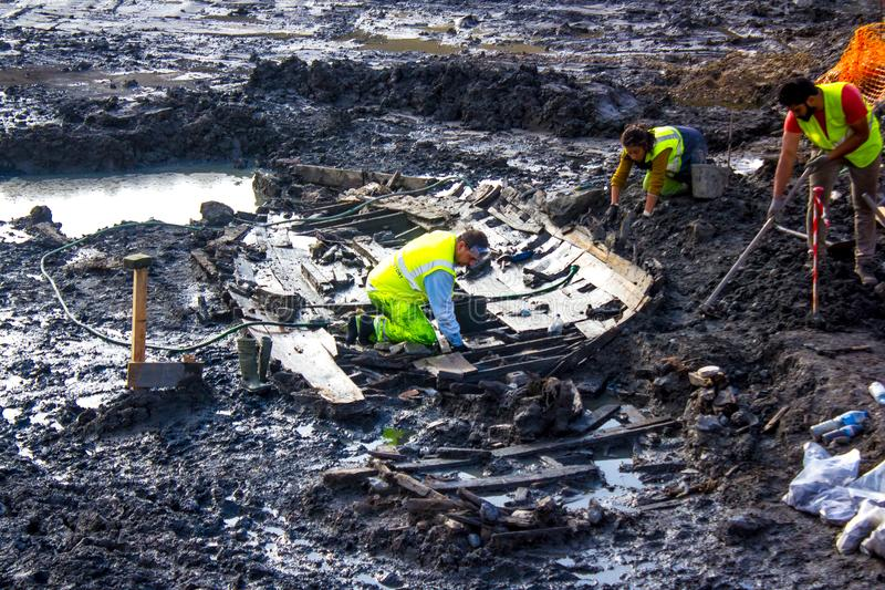 Archeologia w centrum Lisboa, Portugalia: odkrywać starą łódź obraz royalty free